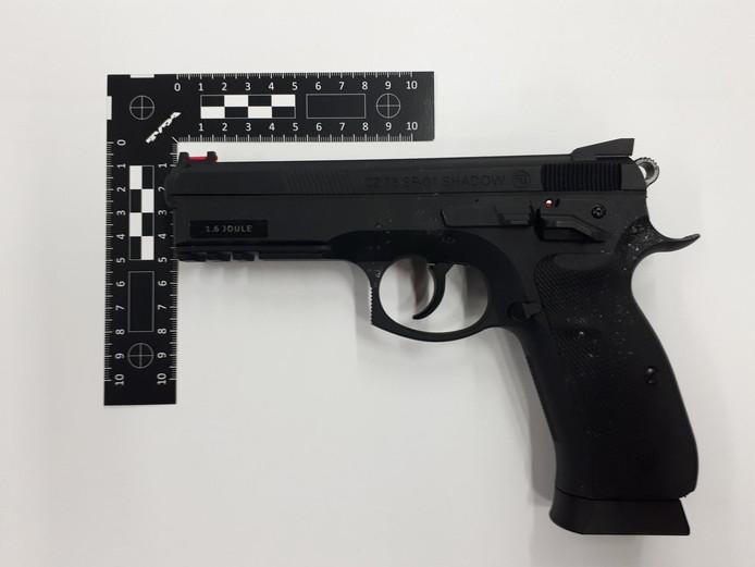 Een balletjespistool. Dit is niet het wapen dat in Alphen in beslag is genomen.