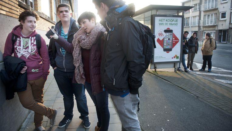 Jarne Everaerts (tweede van links) met drie andere leerlingen van het Vrije Technische Instituut in het Belgische Aalst. Beeld  An-Sofie Kesteleyn