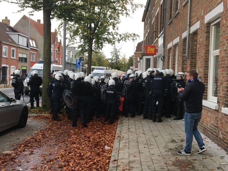 In de heenwedstrijd op 22 oktober zorgden afgereisde hooligans van ADO Den Haag en die van Club voor rellen.
