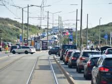 Drukte op Haagse stranden: 'In Scheveningen en Kijkduin is al geen parkeerplek meer te vinden'