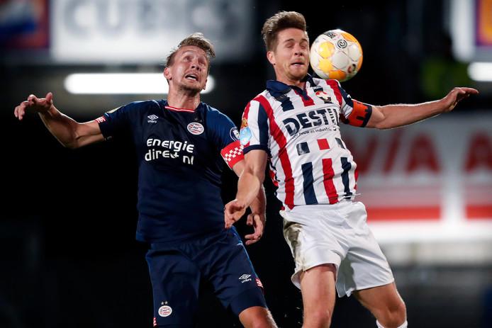 Luuk de Jong vindt dat niet Michal Sadilek maar hij de 0-2 op zijn naam moet krijgen.
