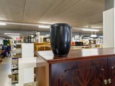 Kringloopwinkel Steenwijk krijgt urn mét as
