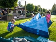 'Kinderarbeid' op camping de Jagerstee in Epe, tientallen kleuters steken handen uit de mouwen