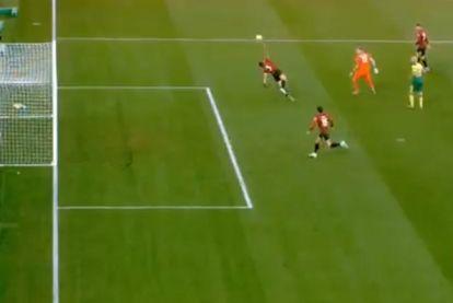 Save van het weekend? Bournemouth-speler staat doelman bij met geweldige redding, maar dat kost hen wel de zege