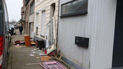 Speciaal interventieteam moet weerspannige bewoner overmeesteren die eigen woning blokkeerde