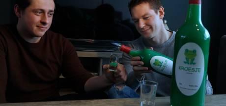 Lobithse vrienden Regi en Koen lanceren eigen shotdrankje: gifgroen en mierzoet