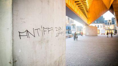 Vandalen bekladden Stadshal met graffiti