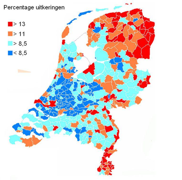 Percentage uitkeringen per gemeente gecorrigeerd op niet-westerse allochtonen. De percentages liggen hoog in het noordoosten van het land en in Limburg. De percentages liggen laag in de provincies Zuid-Holland en Utrecht, vooral in de christelijke gemeenten. Bron: CBS Beeld de Volkskrant