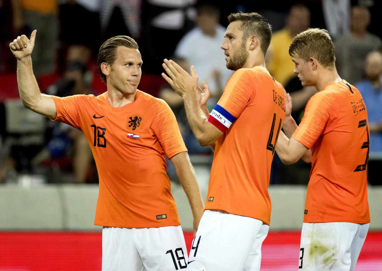 Ruud Vormer (links), Stefan de Vrij (midden) en Matthijs de Ligt van het Nederlands elftal na afloop van een oefenwedstrijd tussen Slowakije en Nederland.