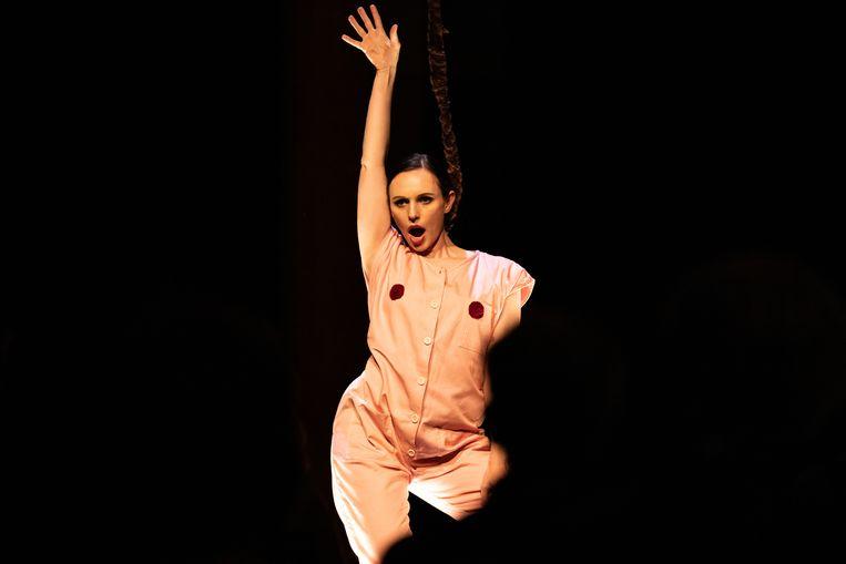 Alexandra Flood in Vrouwenstemmen tijdens het Grachtenfestival in Amsterdam Beeld © Melle Meivogel