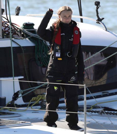Greta Thunberg arriveert per zeilboot in Lissabon voor klimaattop Madrid