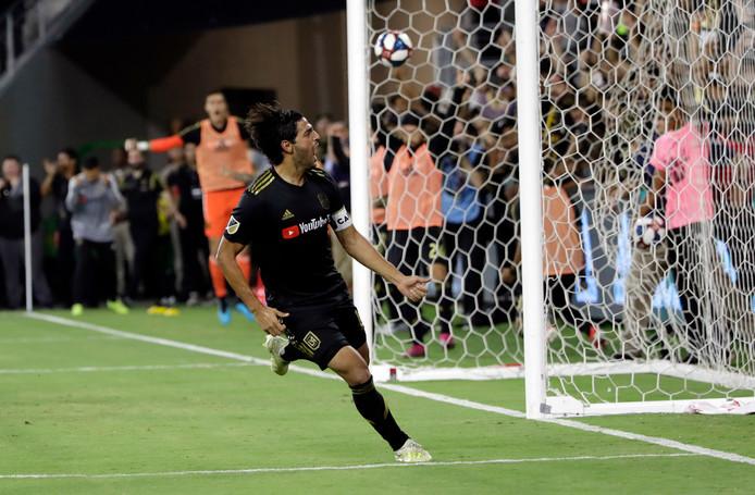 Carlos Vela viert de gelijkmaker tegen LA Galaxy.