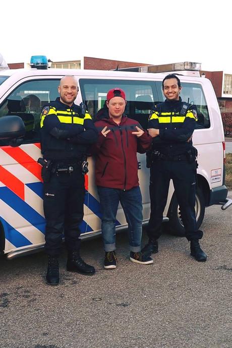 Boy en Niels mogen een dagje mee met de politie