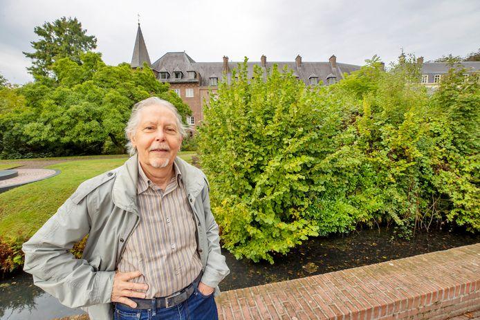 """Harry Slits bij het kasteel in Gemert: ,,Wij zijn er om het cultureel erfgoed te bewaken, dat staat ook in onze statuten."""""""
