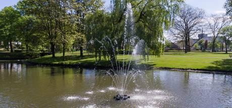 Bijna 10.000 volle badkuipen met slib uit Hengelose vijvers en beek