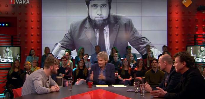 Matthijs van Nieuwkerk, Jelle Brandt Corstius en BNN-presentator Tim Hofman bespreken het overlijden van sterrenkundige Chriet Titulaer.