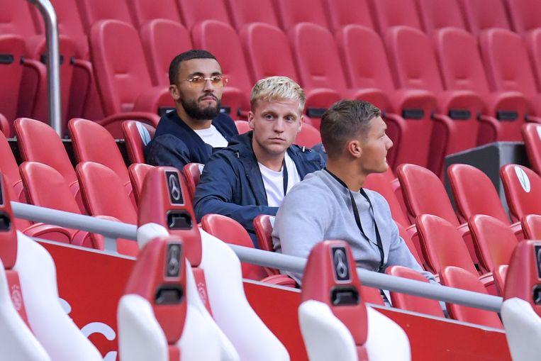 Donny van de Beek was aandachtig toeschouwer in de Johan Cruijff Arena. De middenvelder staat op het punt om een transfer te maken. Beeld BSR Agency