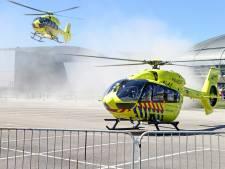 Traumahelikopters pikken coronapatiënten op bij Albert Schweitzer ziekenhuis