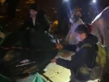 """""""Dégage, bouge"""": des migrants forcés à errer en pleine nuit près de Paris, la vidéo fait scandale"""