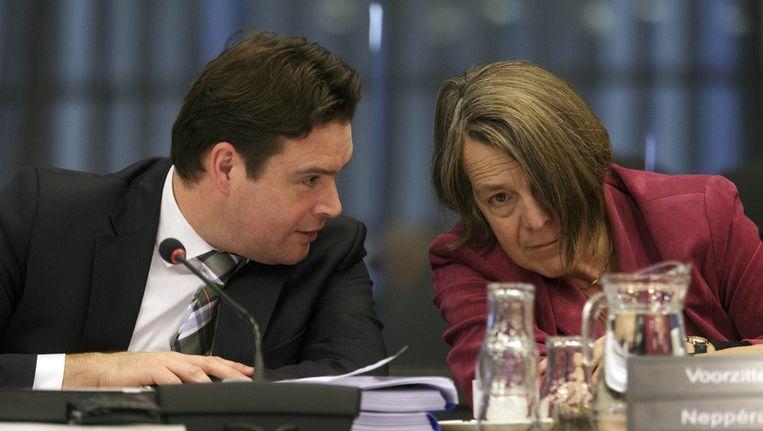 VVD-Kamerlid Helma Neppérus (R) en Staatssecretaris Frans Weekers Beeld anp