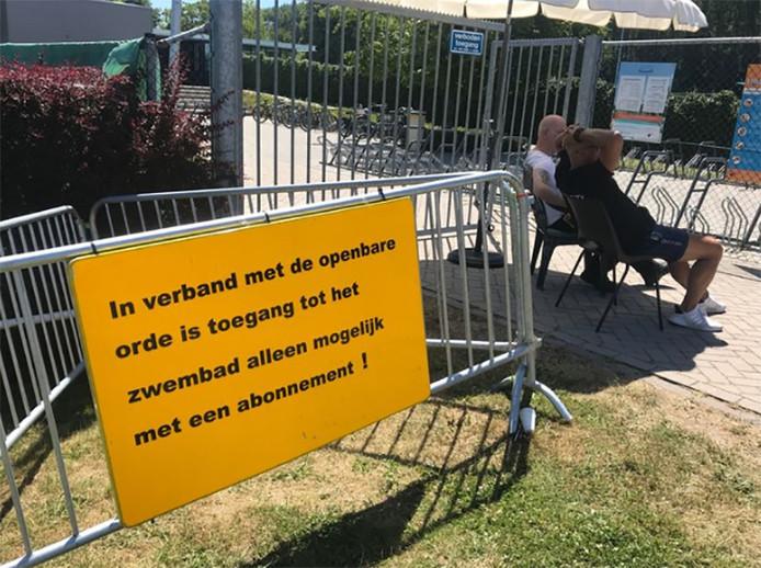 À l'entrée du complexe, un panneau indique désormais que l'accès est limité aux membres en possession d'un abonnement.