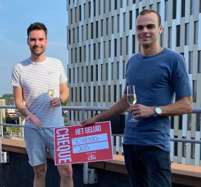 Dj Domien Verschuuren met winnaar Jos.