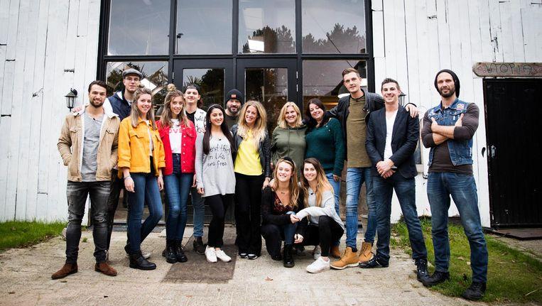 Groepsfoto van de deelnemers van Utopia in aanloop naar de duizendste aflevering Beeld anp