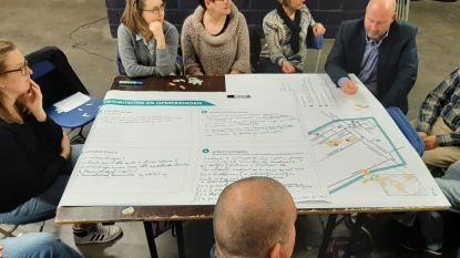 Gemeentebestuur brainstormt met wijkbewoners en scholen over verkeersveiligheid