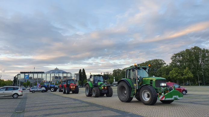 Protesterende boeren op Chasseveld Breda.