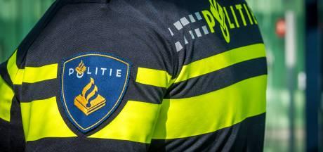 Automobilist rijdt door na aanrijding en laat fietser gewond achter in Barneveld