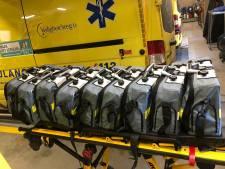 Ambulances Gelderland-Zuid lenen beademingsapparatuur uit aan ziekenhuizen in strijd tegen coronavirus