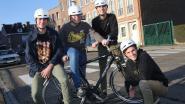 """""""Het dragen van de helm wordt in het middelbaar onderwijs niet meer als cool ervaren"""" Daar willen de 'buddy's' verandering in brengen"""""""