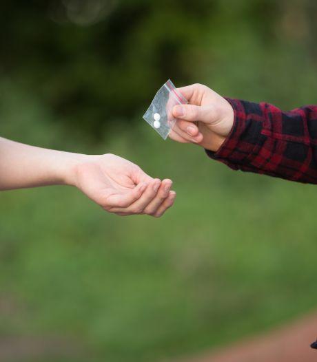 Politie betrapt drugsdealer op heterdaad op parkeerplaats in Zevenaar