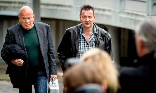 Arrold van den Hurk (R) samen met zijn advocaat Peter Plasman.