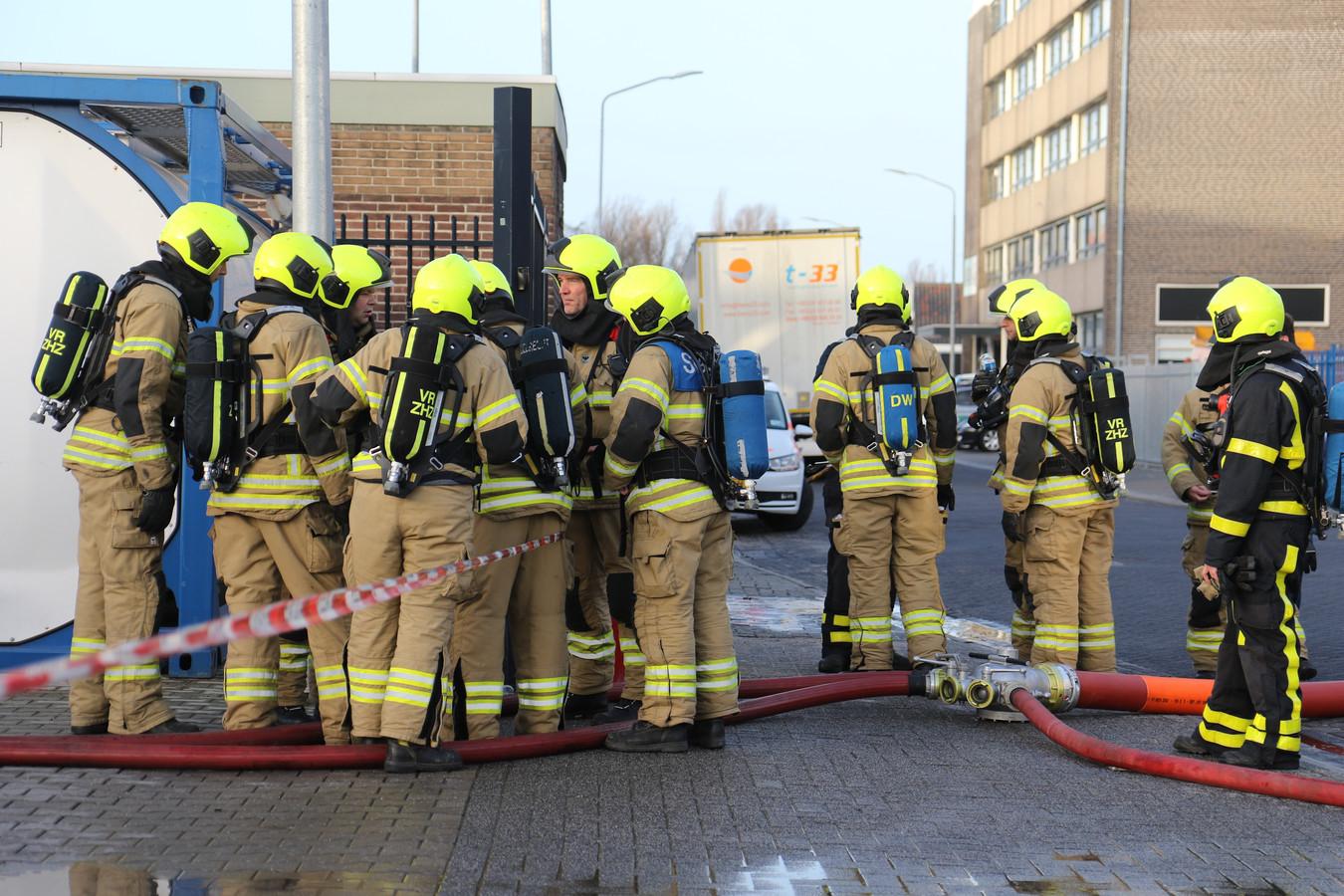 De brandweer rukte massaal uit naar het tanktransportbedrijf in Alblasserdam.