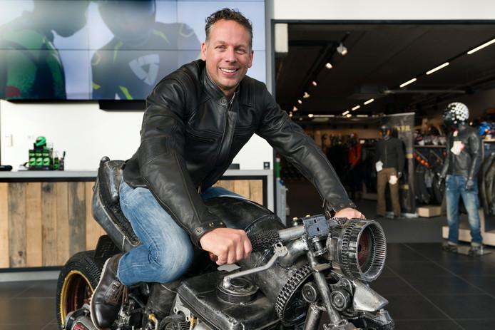 Eigenaar Rob Hannink van motorkledingspecialist Chromeburner in Nieuwkuijk.
