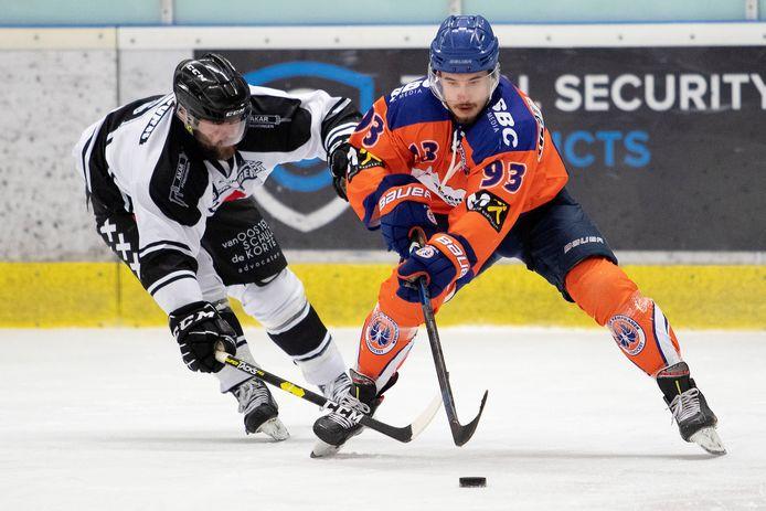 Rastislav Veres van Eindhoven Kemphanen in actie tijdens de play-offfinale van de eerste divisie.