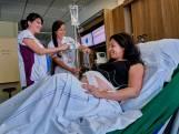 Achter de schermen bij het Albert Schweitzer ziekenhuis: 'Persen, persen, persen'