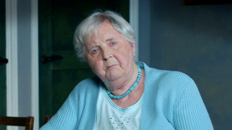 Scène uit 'De erfenis van een verzetsheld': Anneke vertelt over haar vader Johannes Post. Beeld VPRO