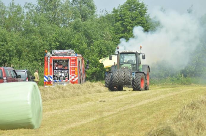 De tractor vatte door onbekende oorzaak vlam