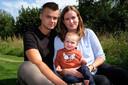 La maman, Annick, et Glenn, le père, avec le petit Mathis