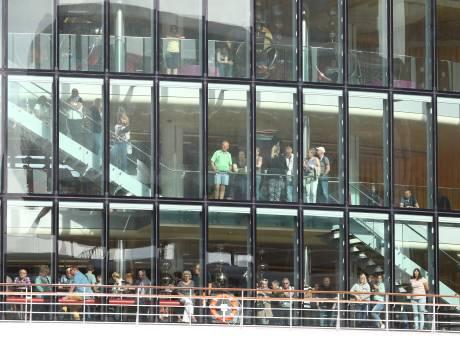 Cruiseschip in Rotterdam vrijgegeven na alarm over 70 zieken