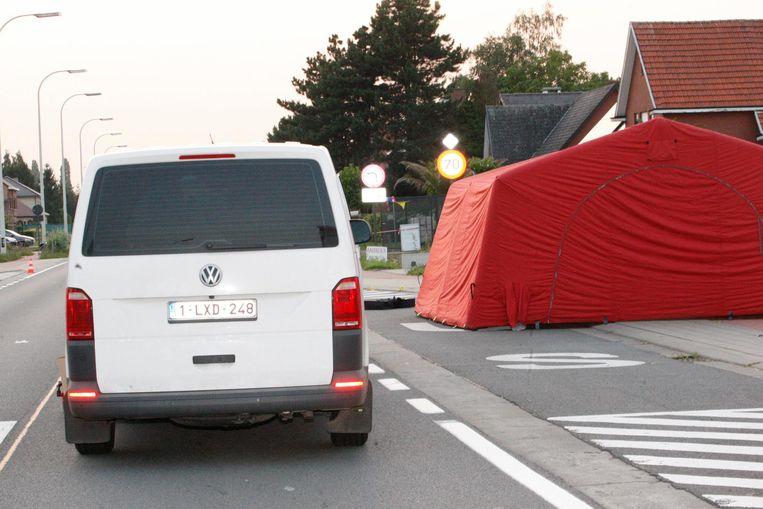 De plaats van het ongeluk aan een stopplaats van De Lijn.