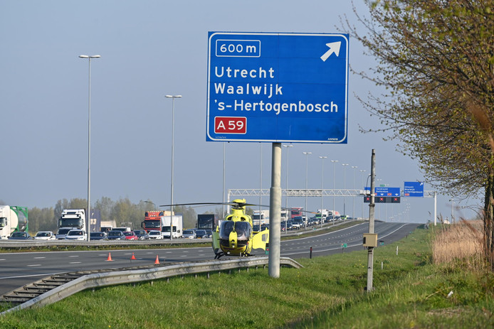 Ernstig ongeluk op A16 richting Rotterdam met vijf auto's en een vrachtwagen.