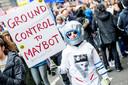 Een van de vele ludieke teksten die werden meegedragen in de betoging. Foto Getty Images