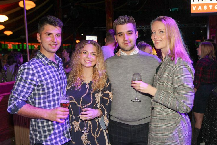 Filip, Dominika, Michiel en Annelies komen genieten van een avondje uit.