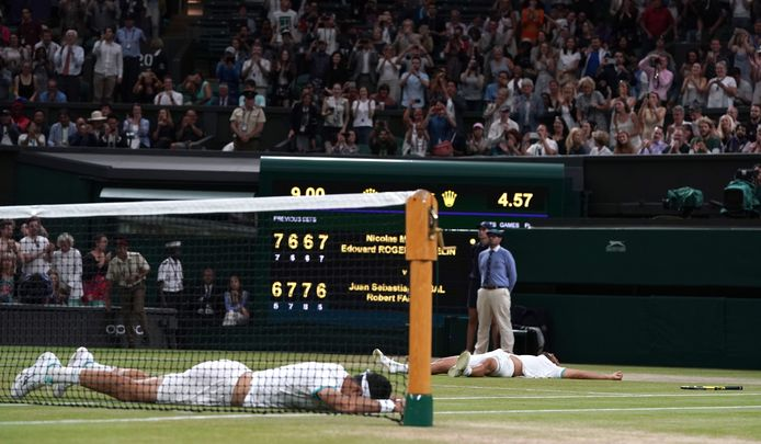 epa07715139 Juan Sebastian Cabal et Robert Farah célèbrent leur victoire après une finale complètement folles.