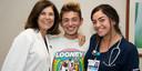 Michael met dokter Angel Chudler en verpleegster Yasmeen Bachier.