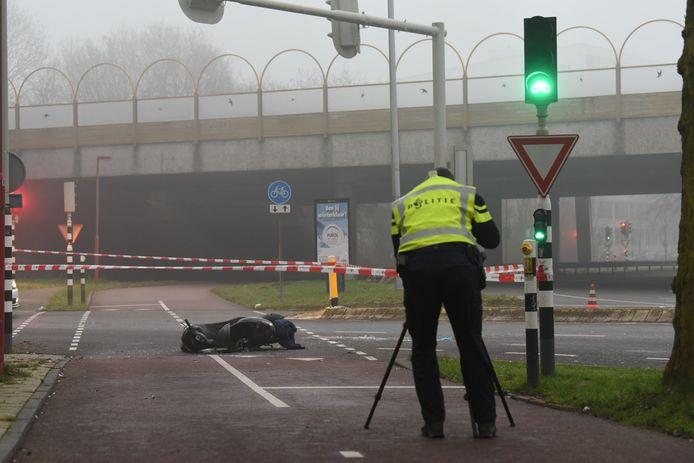 De politie doet onderzoek naar het ongeval op de 't Goylaan