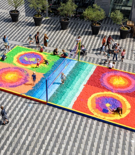 Gekleurde zandbak (28.000 kilo) mag leeg: wie heeft er nog blauw/geel/roze zand nodig?